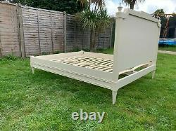 Gorgeous Feather & Black Solid Wood 5FT King Size Bed Frame- Great Condition